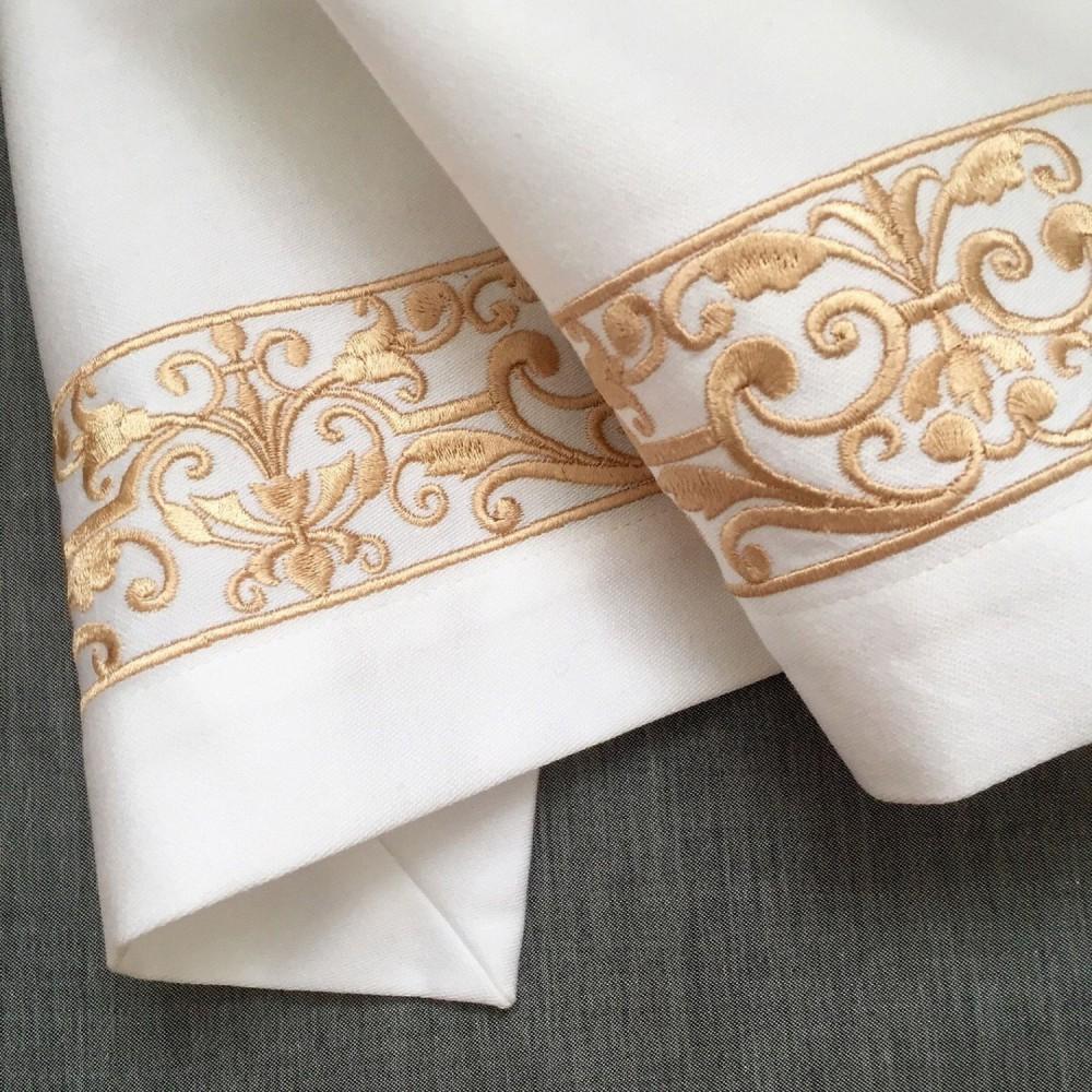 Скатерть из льна с вышивкой-бордюром