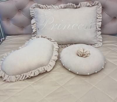 Подушки велюровые с вышивкой. Подушка в форме сердца. Круглая подушка.