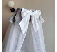 Балдахин с юбочкой из сатина и окантовкой. Длина 180 см, ширина в обхвате 500 см.