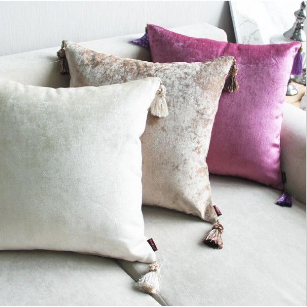 Декоративная подушка с кисточками. Материал: велюр