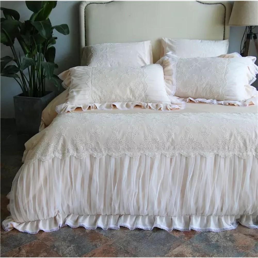Комплект будуарного постельного белья с кружевом и фатином