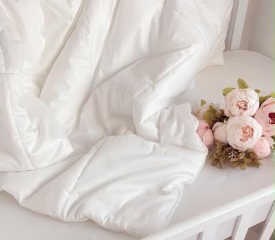 Одеяло сатин люкс с наполнителем TERMOLOFT ® LUX (легкий, гипоаллергенный наполнитель одобренный для детей).
