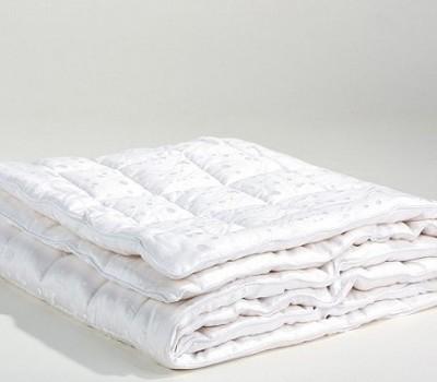 Простое, внутреннее одеяло с легким и теплым наполнителем TERMOLOFT ® LUX