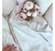 """Комплект постельного белья """"Совершенство"""" с декоративными строчками и кружевом."""