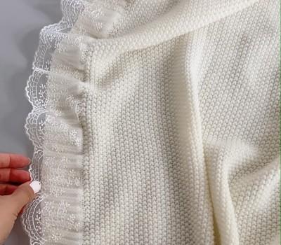 Плед 90*90 см из шерсти мериноса. Может быть выполнен с кружевом или без. Цвет: шампань, серый, пудровый.