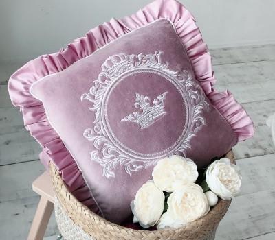 Декоративная подушка с вышивкой. Материал: 100% хлопок (сатин)